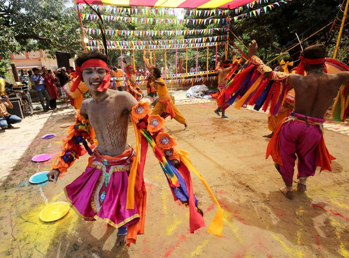 A Índia colorida celebra o festival de Holi 12