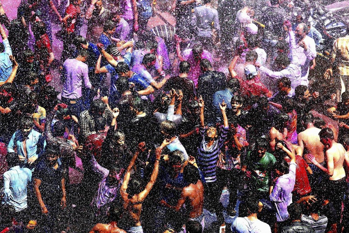 A Índia colorida celebra o festival de Holi 13