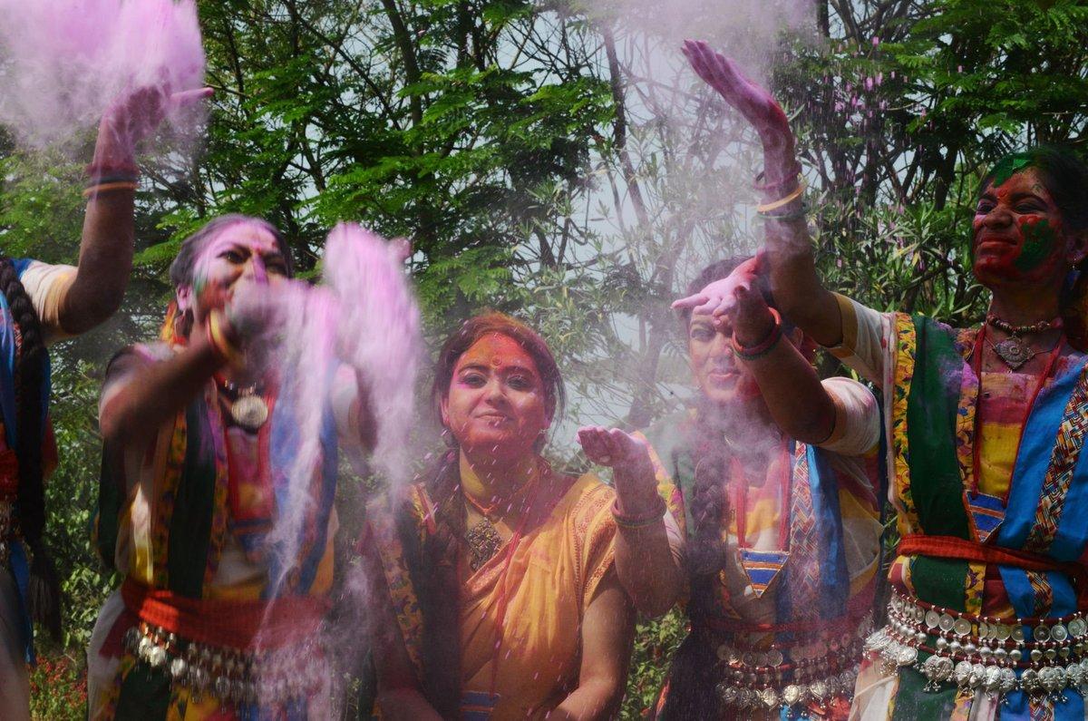 A Índia colorida celebra o festival de Holi 15