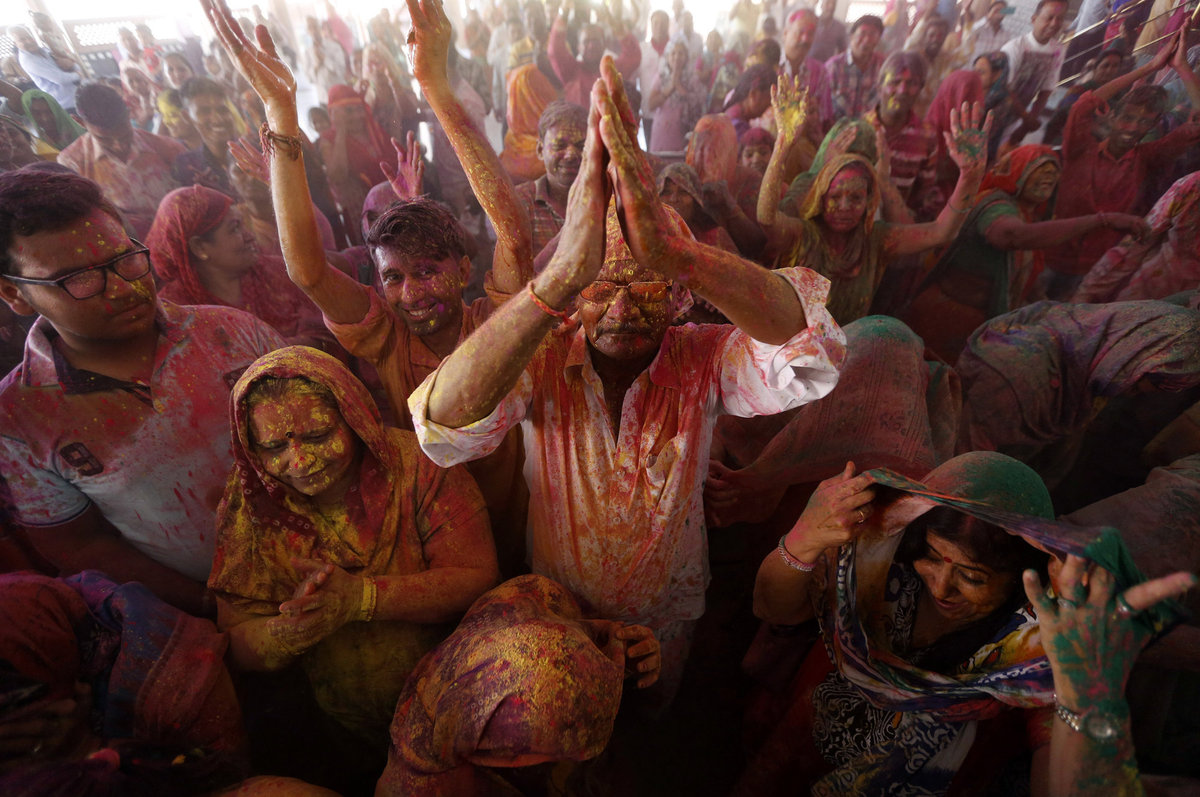 A Índia colorida celebra o festival de Holi 16