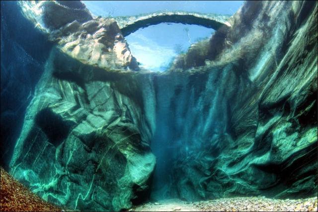 Fotógrafo captura a beleza cristalina de rio suíço 01