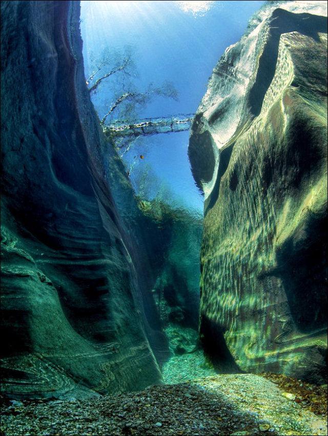 Fotógrafo captura a beleza cristalina de rio suíço 09