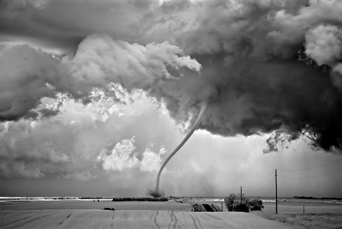 As sinistramente incríveis fotos de tempestades em preto e branco de Mitch Dobrowner 01