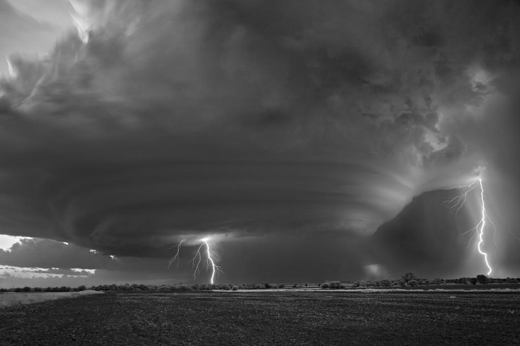 As sinistramente incríveis fotos de tempestades em preto e branco de Mitch Dobrowner 03
