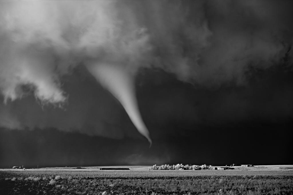 As sinistramente incríveis fotos de tempestades em preto e branco de Mitch Dobrowner 07