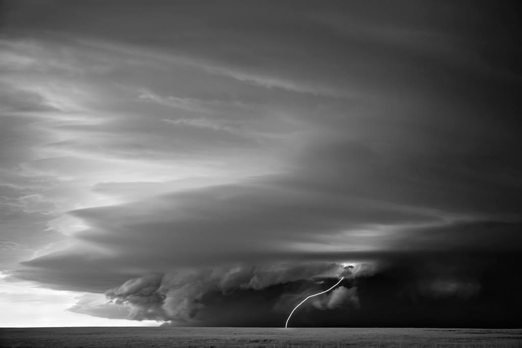 As sinistramente incríveis fotos de tempestades em preto e branco de Mitch Dobrowner 08