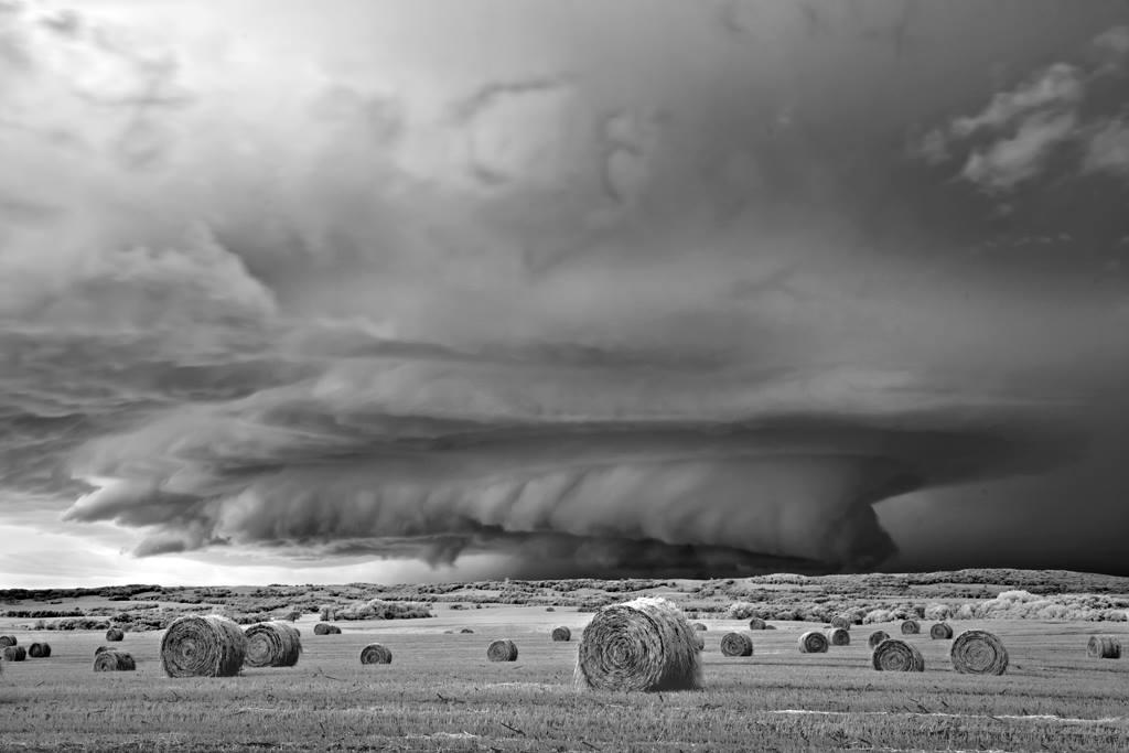 As sinistramente incríveis fotos de tempestades em preto e branco de Mitch Dobrowner 10