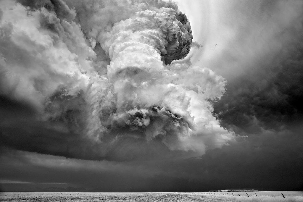 As sinistramente incríveis fotos de tempestades em preto e branco de Mitch Dobrowner 11