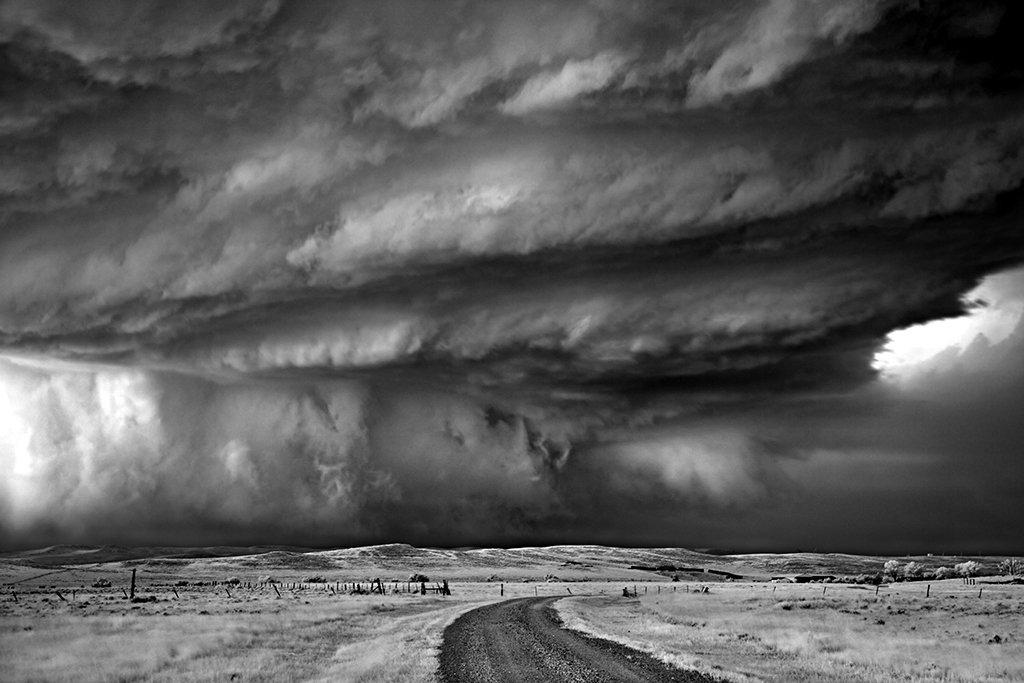 As sinistramente incríveis fotos de tempestades em preto e branco de Mitch Dobrowner 12