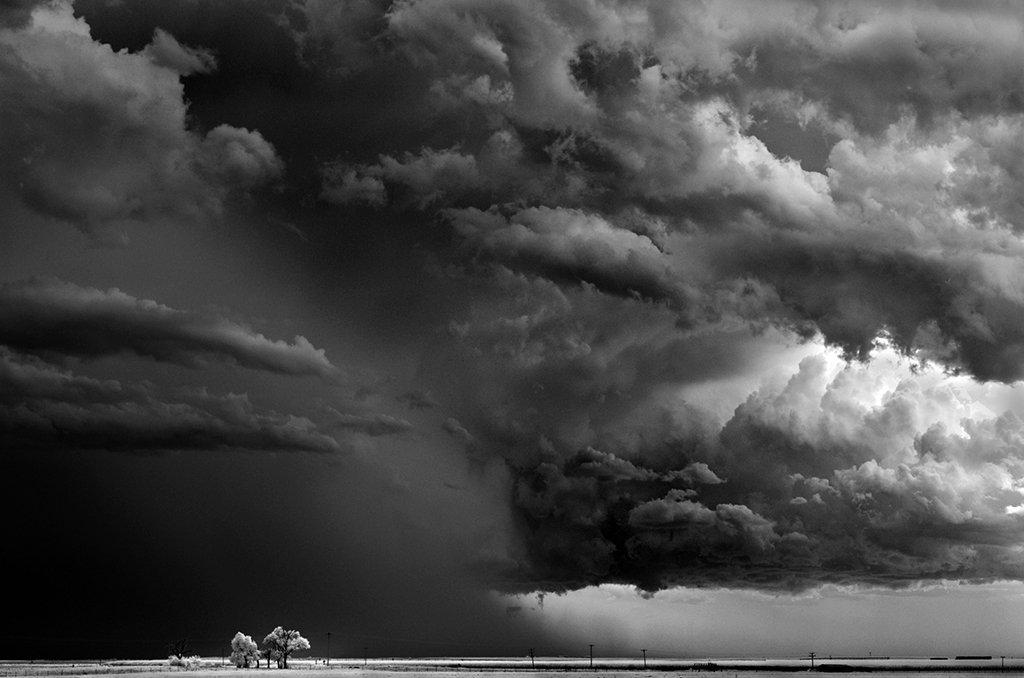 As sinistramente incríveis fotos de tempestades em preto e branco de Mitch Dobrowner 16