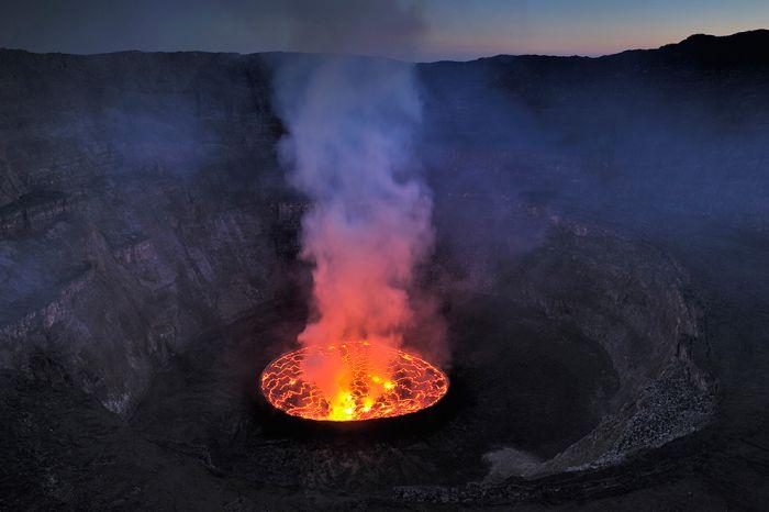 A cratera do vulcão Nyiragongo 01