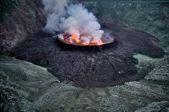 A cratera do vulcão Nyiragongo 07
