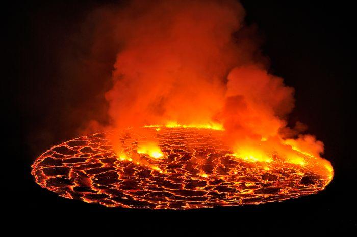 A cratera do vulcão Nyiragongo 12