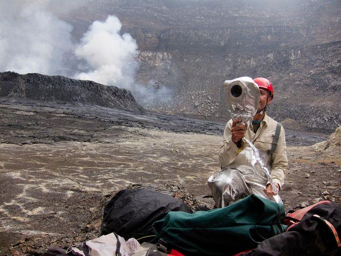 A cratera do vulcão Nyiragongo 15