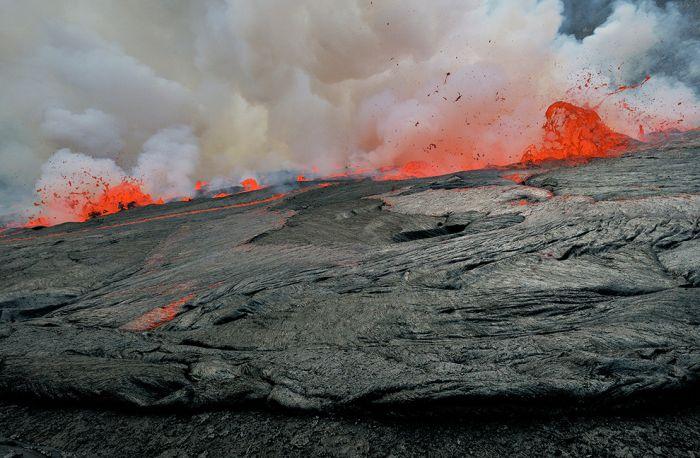 A cratera do vulcão Nyiragongo 18