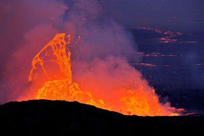 A cratera do vulcão Nyiragongo 20