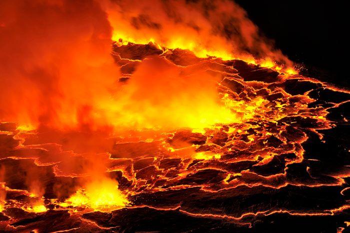 A cratera do vulcão Nyiragongo 22