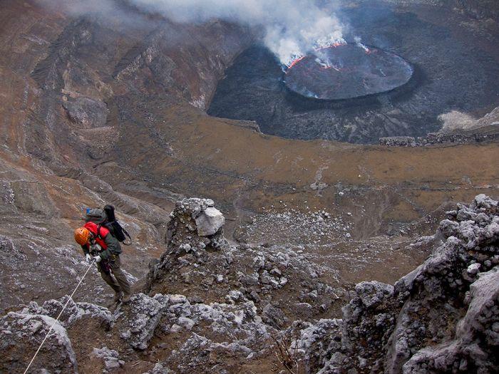 A cratera do vulcão Nyiragongo 26