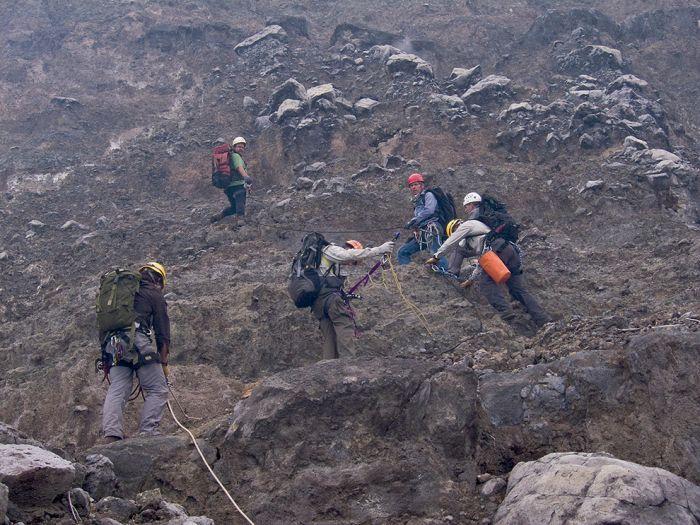 A cratera do vulcão Nyiragongo 27