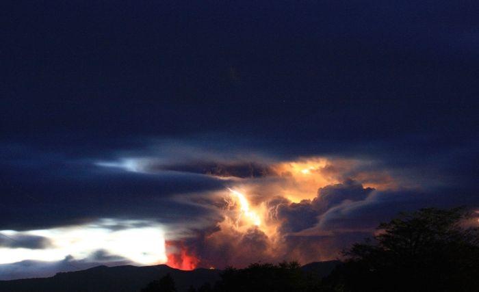 A erupção do vulcão chileno: o Inferno na Terra 13