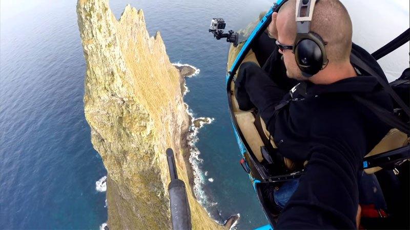 Temerários voam de wingsuit sobre a mais alta coluna geolôgica do mundo 02