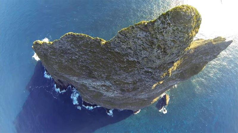 Temerários voam de wingsuit sobre a mais alta coluna geolôgica do mundo 03
