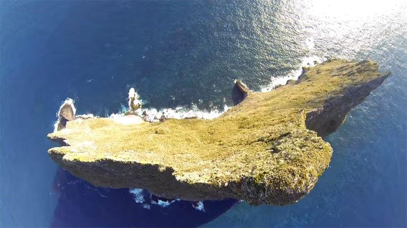 Temerários voam de wingsuit sobre a mais alta coluna geolôgica do mundo 04