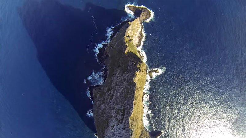 Temerários voam de wingsuit sobre a mais alta coluna geolôgica do mundo 05