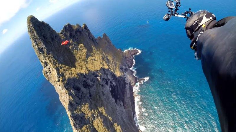 Temerários voam de wingsuit sobre a mais alta coluna geolôgica do mundo 06