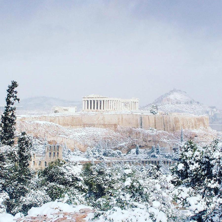 A Acrópole coberta de neve é um raro espetáculo a ser visto 02
