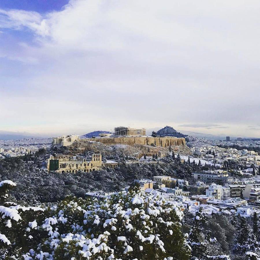 A Acrópole coberta de neve é um raro espetáculo a ser visto 04