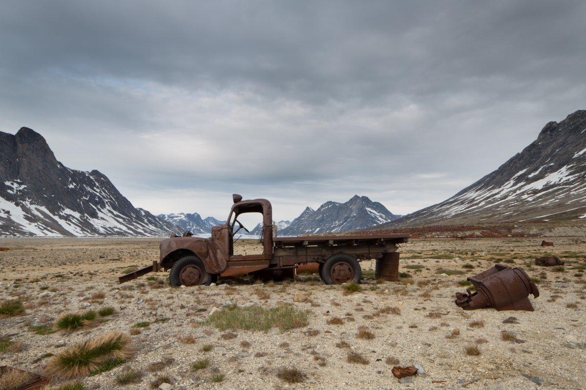 Fotos incrivelmente belas de lixo enferrujado da Segunda Guerra Mundial na Gronelândia 01