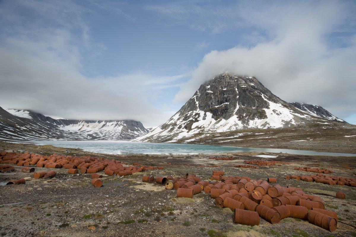 Fotos incrivelmente belas de lixo enferrujado da Segunda Guerra Mundial na Gronelândia 03