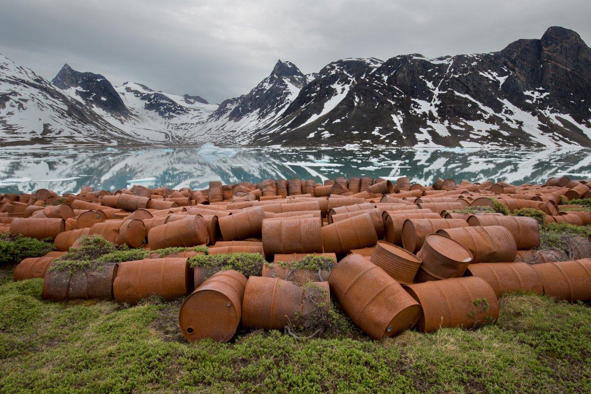 Fotos incrivelmente belas de lixo enferrujado da Segunda Guerra Mundial na Gronelândia 04