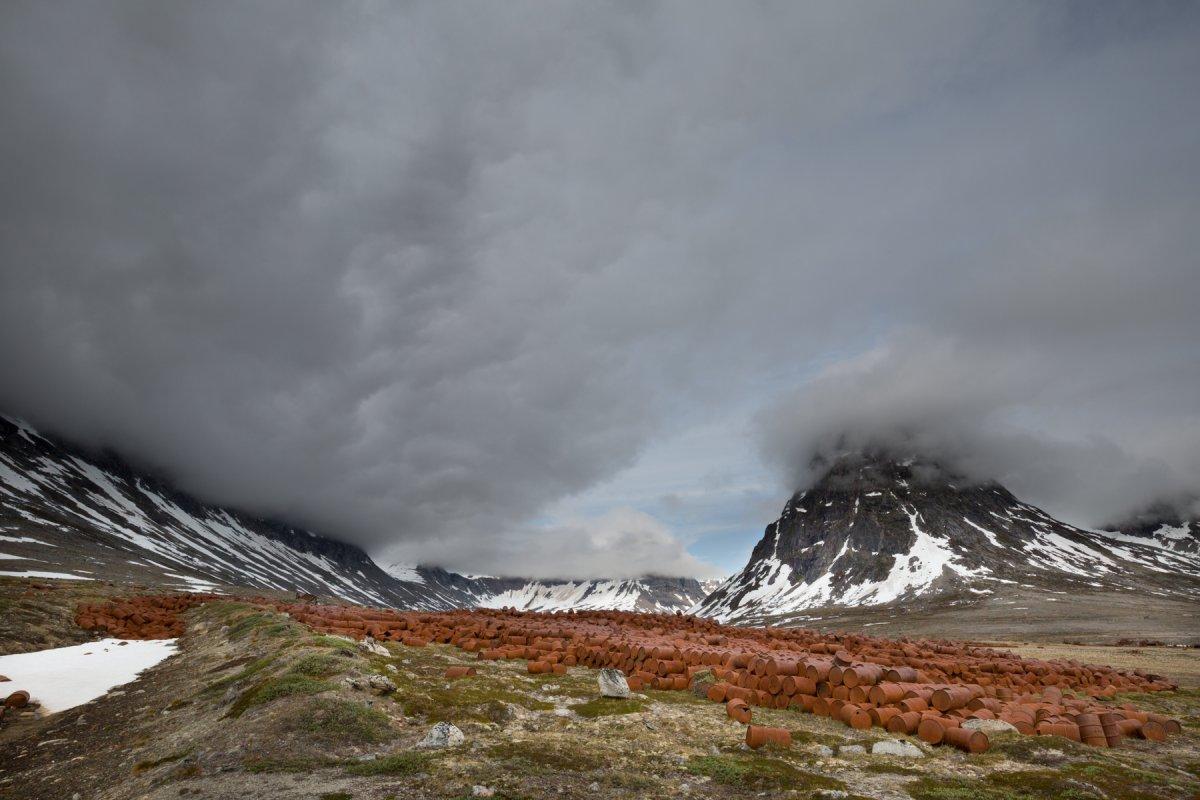 Fotos incrivelmente belas de lixo enferrujado da Segunda Guerra Mundial na Gronelândia 05