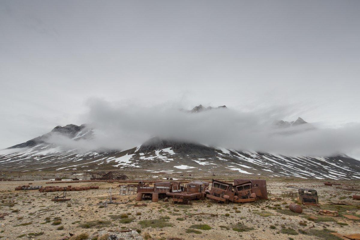 Fotos incrivelmente belas de lixo enferrujado da Segunda Guerra Mundial na Gronelândia 06