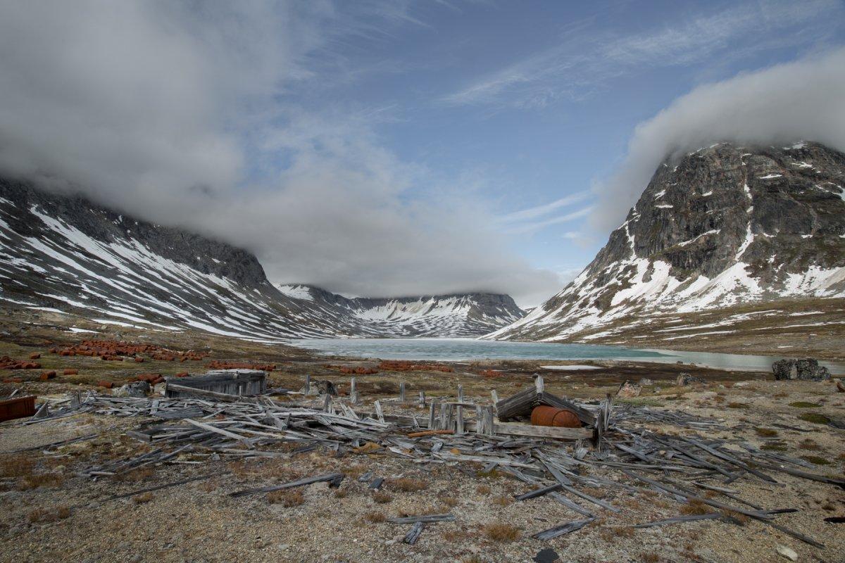 Fotos incrivelmente belas de lixo enferrujado da Segunda Guerra Mundial na Gronelândia 09