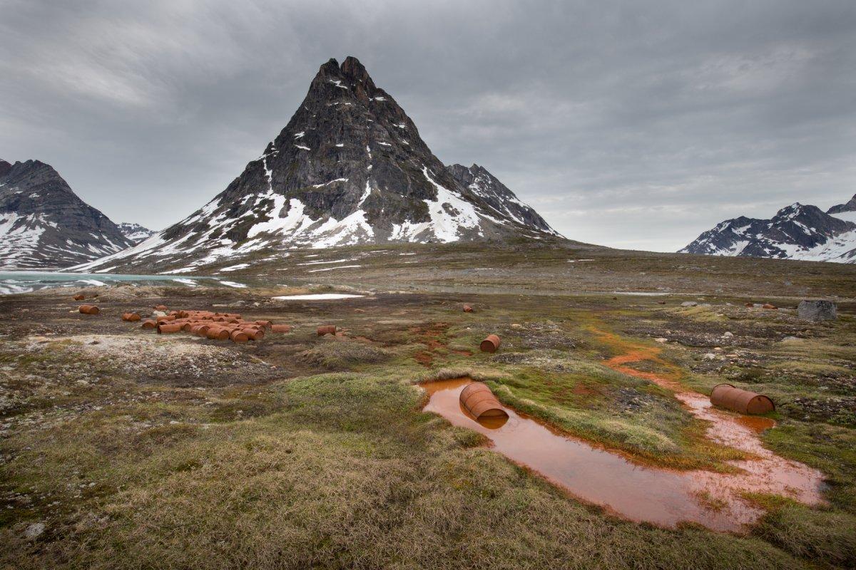 Fotos incrivelmente belas de lixo enferrujado da Segunda Guerra Mundial na Gronelândia 10