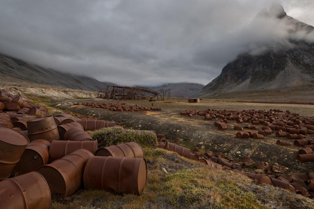 Fotos incrivelmente belas de lixo enferrujado da Segunda Guerra Mundial na Gronel�ndia 12