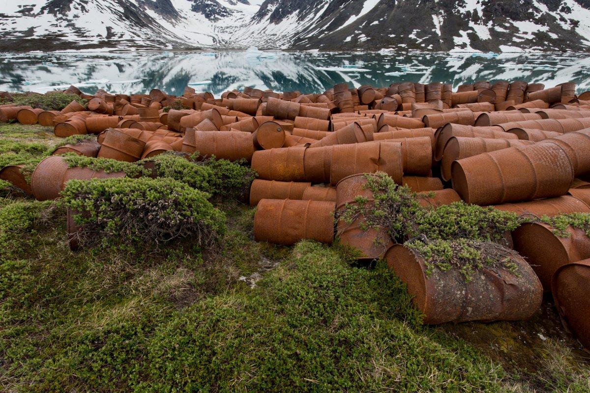 Fotos incrivelmente belas de lixo enferrujado da Segunda Guerra Mundial na Gronelândia 13