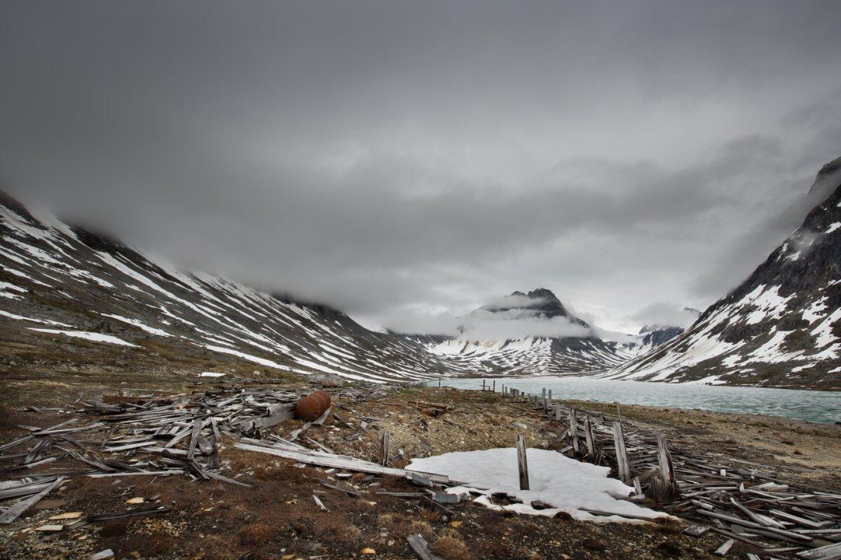 Fotos incrivelmente belas de lixo enferrujado da Segunda Guerra Mundial na Gronelândia 17