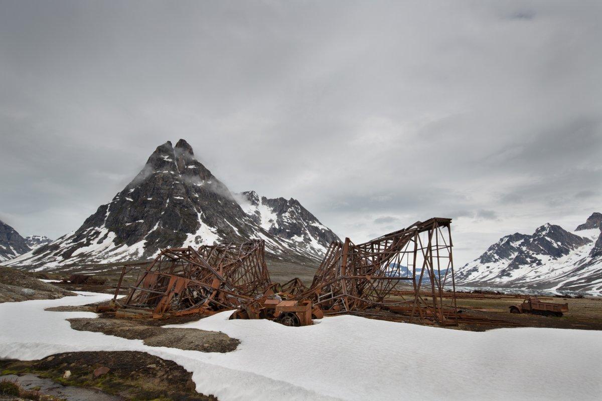 Fotos incrivelmente belas de lixo enferrujado da Segunda Guerra Mundial na Gronelândia 18