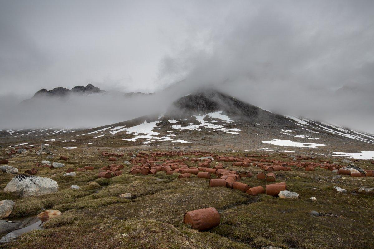 Fotos incrivelmente belas de lixo enferrujado da Segunda Guerra Mundial na Gronelândia 19