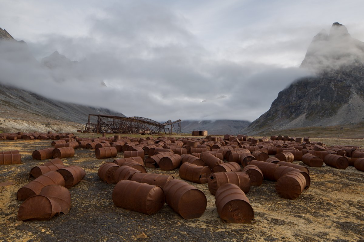 Fotos incrivelmente belas de lixo enferrujado da Segunda Guerra Mundial na Gronelândia 20