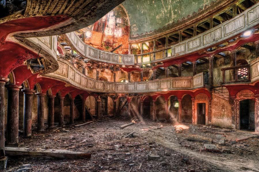 A beleza assombrosa de prédios abandonados registrados por um fotógrafo 02