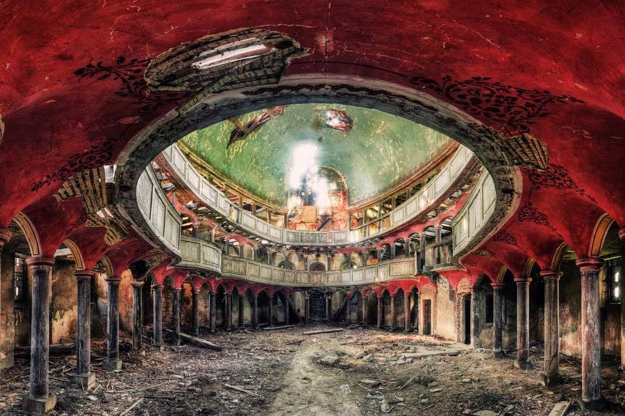 A beleza assombrosa de prédios abandonados registrados por um fotógrafo 04