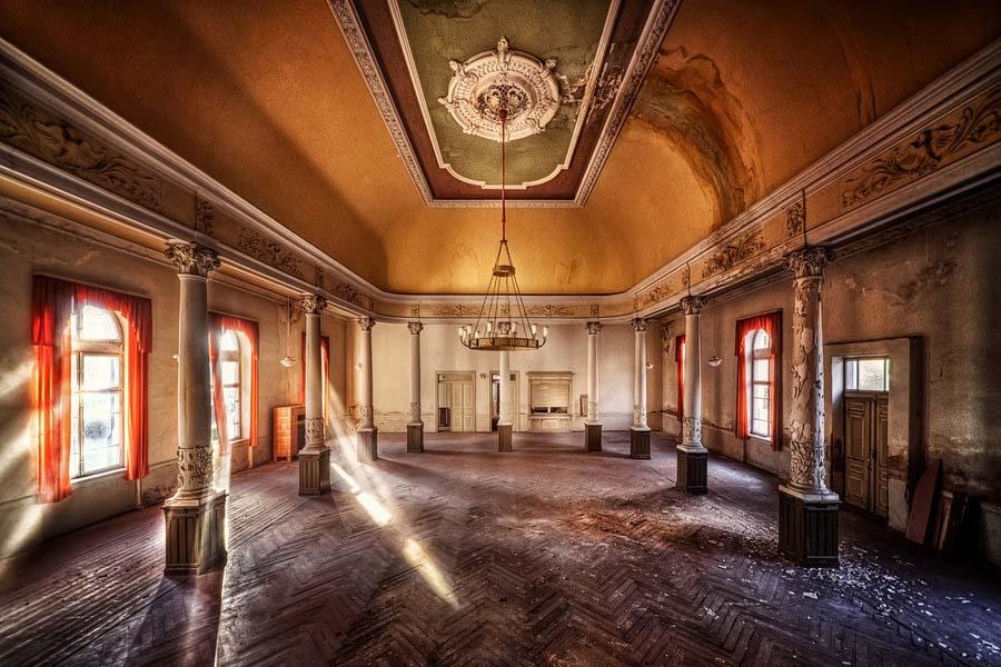Fotógrafo capta a beleza do assombro de edifícios abandonados 11