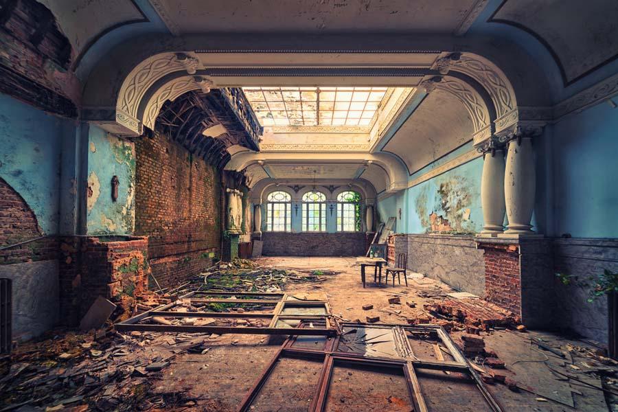Fotógrafo capta a beleza do assombro de edifícios abandonados 12