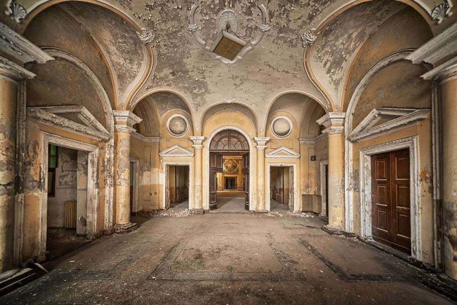 Fotógrafo capta a beleza do assombro de edifícios abandonados 15