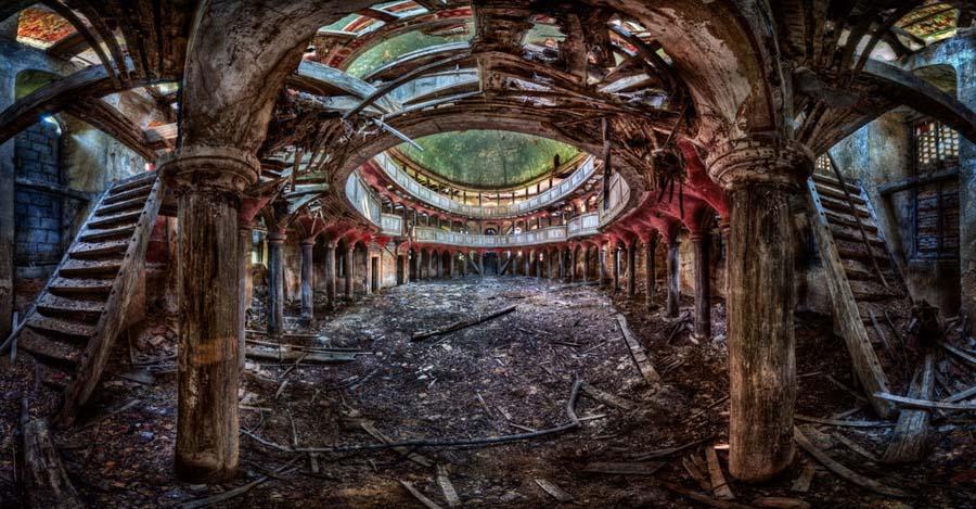 Fotógrafo capta a beleza do assombro de edifícios abandonados 16